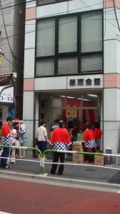 JR駒込駅から6分、JR田端駅から13分の立地。1階のトイレは自由に利用可能