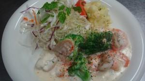 海老とブロッコリーのクリーム煮。オーナーの洋食を愛するリピーターも多い
