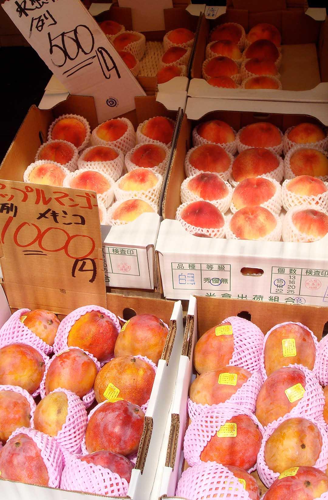 季節の果物も充実しており、まとめ買いにも最適!