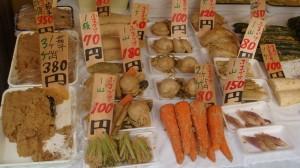 定番や季節の野菜の漬け物を求め、遠方から訪れるファンもいる
